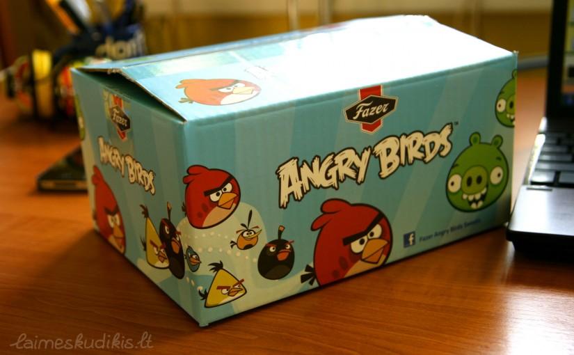 Angry birds – malonus užpuolimas